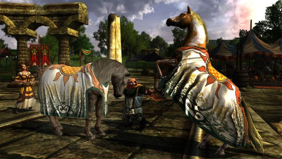 Steed of the Midsummer Normal (left) and with the Warsteed outfit (right)